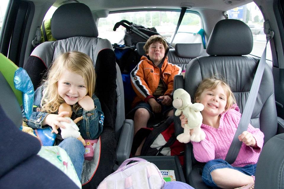 come intrattenere i piccoli in viaggio?